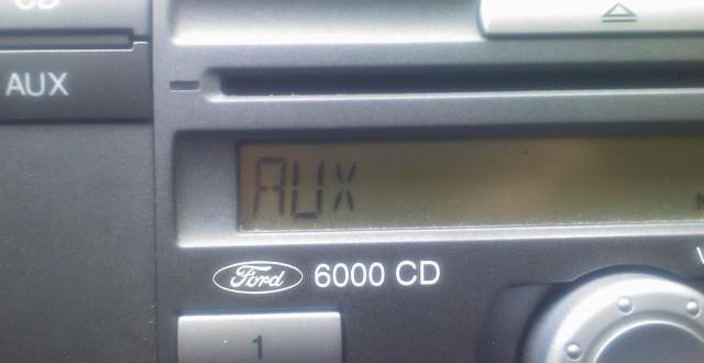 Intrare AUX pentru radio CD Ford