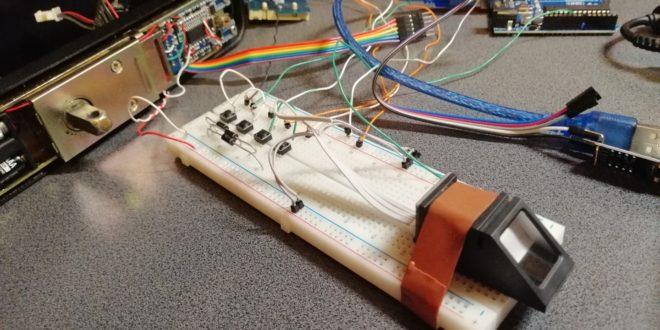 Încuietoare inteligentă cu amprentă și taste numerice